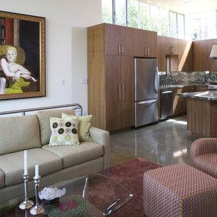 ロサンゼルスのヴィクトリアン調のおしゃれなリビング (コンクリートの床) の写真