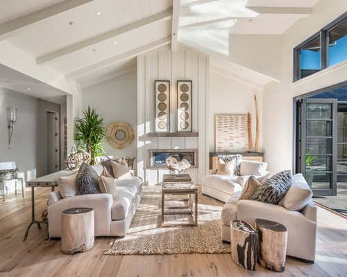 Farmhouse living room design ideas remodels photos houzz for Fine country living