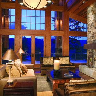 Idee per un soggiorno rustico con cornice del camino in pietra