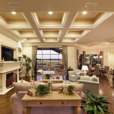Traditional Living Room by LEE WETHERINGTON HOMES