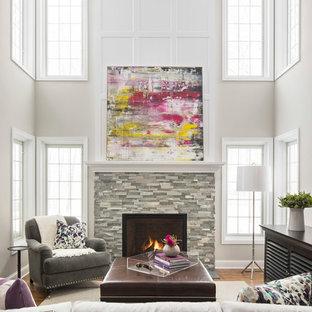 Modelo de salón tipo loft, tradicional renovado, grande, sin televisor, con suelo de madera en tonos medios, chimenea tradicional, marco de chimenea de piedra, paredes beige y suelo marrón