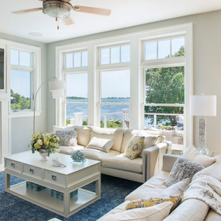 プロビデンスの小さいビーチスタイルのおしゃれなLDK (グレーの壁、淡色無垢フローリング、標準型暖炉、石材の暖炉まわり) の写真