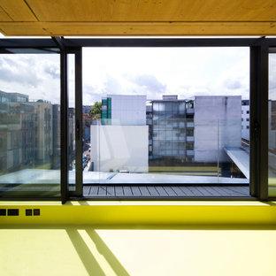 Esempio di un piccolo soggiorno minimal con pavimento in vinile e pavimento verde