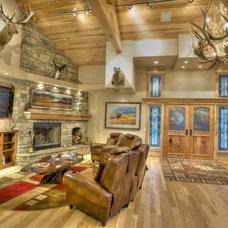 Rustic Living Room by Cherry Ridge Construction