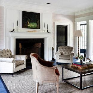 Réalisation d'un salon tradition avec une salle de réception, une cheminée standard et un sol bleu.
