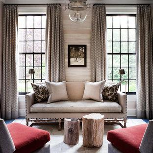 Foto på ett vintage vardagsrum, med ett finrum, beige väggar, mörkt trägolv och blått golv
