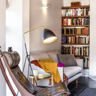 Ispirazione per un soggiorno scandinavo di medie dimensioni e aperto con pareti bianche, pavimento in ardesia, TV a parete, camino classico, cornice del camino in intonaco e pavimento blu