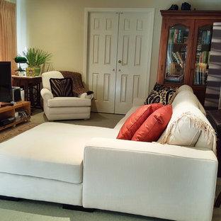 Inspiration för ett mellanstort eklektiskt loftrum, med beige väggar, heltäckningsmatta och grönt golv