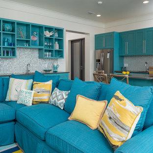 Esempio di un soggiorno costiero di medie dimensioni e aperto con sala formale, pareti bianche, nessuna TV, pavimento in cemento e nessun camino