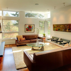 modern family room by George Watt Architecture