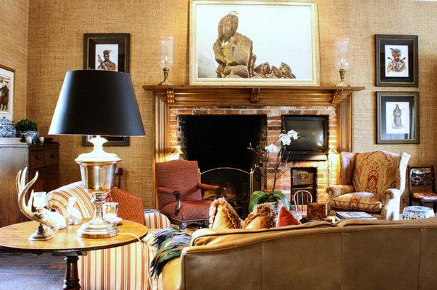 Traditional Living Room by Mina Brinkey