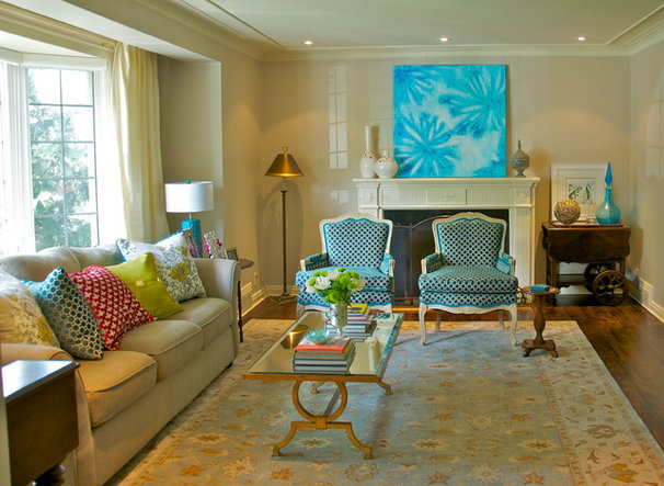 Traditional Living Room by Urban Ideas Inc.