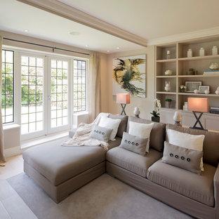 Ejemplo de salón abierto, tradicional renovado, de tamaño medio, sin televisor, con paredes beige, suelo de madera clara y suelo blanco