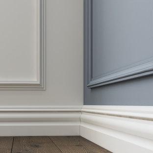 メルボルンの広いトラディショナルスタイルのおしゃれなLDK (フォーマル、白い壁、塗装フローリング、標準型暖炉、石材の暖炉まわり、埋込式メディアウォール、黒い床、羽目板の壁) の写真