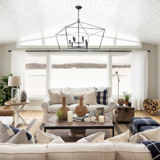 Example of a country living room design in Minneapolis