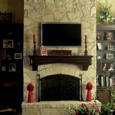 Traditional Living Room by DISTINCTIVE APPLICATIONS Kimberly Wohlfarth,Artist