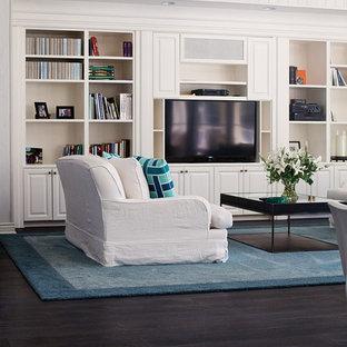 Foto di un soggiorno tradizionale di medie dimensioni con pareti bianche, parquet scuro, nessun camino e parete attrezzata