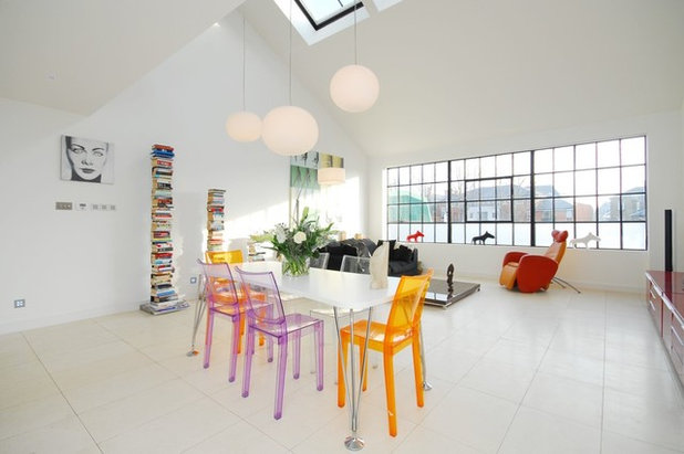Contemporary Living Room by Andy Tye