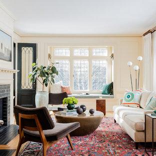 Ejemplo de salón tradicional renovado con paredes blancas, chimenea tradicional y marco de chimenea de baldosas y/o azulejos
