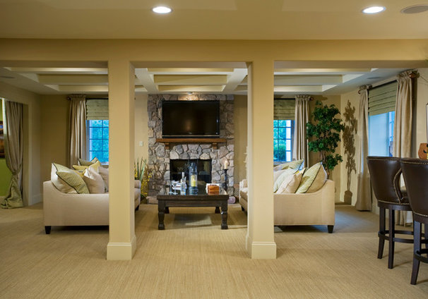 Traditional Living Room by Guidi Homes