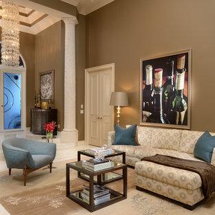 Modelo de salón para visitas cerrado, clásico renovado, pequeño, con paredes marrones y suelo de travertino
