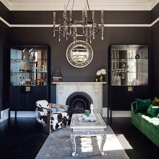 Esempio di un soggiorno design di medie dimensioni con pareti nere, pavimento in legno verniciato, nessuna TV, pavimento nero e camino classico