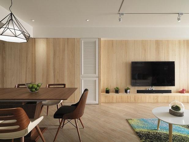 Fusion Living Room by SpaceArt Interior Designers & Decorators