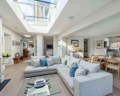graue wohnzimmer mit verputztem kaminsims ideen design. Black Bedroom Furniture Sets. Home Design Ideas