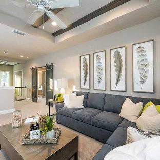 Esempio di un soggiorno tradizionale stile loft con pareti marroni e moquette