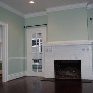シャーロットの大きいおしゃれなLDK (フォーマル、緑の壁、濃色無垢フローリング、標準型暖炉、レンガの暖炉まわり、テレビなし) の写真