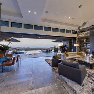 Foto di un ampio soggiorno moderno aperto con angolo bar, pareti bianche, pavimento in gres porcellanato, camino lineare Ribbon, cornice del camino in pietra e TV a parete