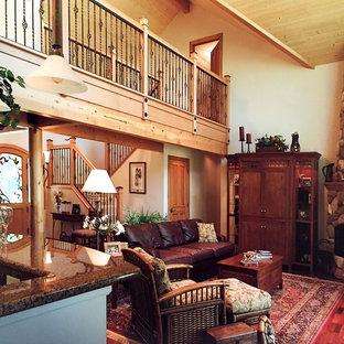 Esempio di un soggiorno american style di medie dimensioni e aperto con pareti beige, pavimento in legno massello medio, camino ad angolo, cornice del camino in pietra, TV nascosta e pavimento marrone