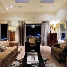 Modern Living Room by Peerutin Architects