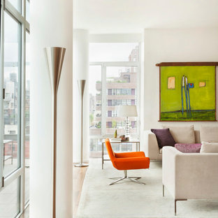 Immagine di un soggiorno design di medie dimensioni e stile loft con pareti bianche, parquet scuro, camino bifacciale e cornice del camino in metallo