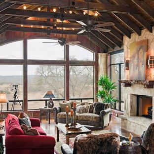 オースティンの広いエクレクティックスタイルのおしゃれなリビング (標準型暖炉、石材の暖炉まわり) の写真