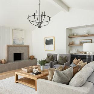 ダラスの広いビーチスタイルのおしゃれなLDK (白い壁、淡色無垢フローリング、標準型暖炉、タイルの暖炉まわり、茶色い床) の写真