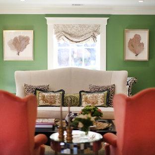 Ispirazione per un soggiorno chiuso con pareti verdi e parquet scuro