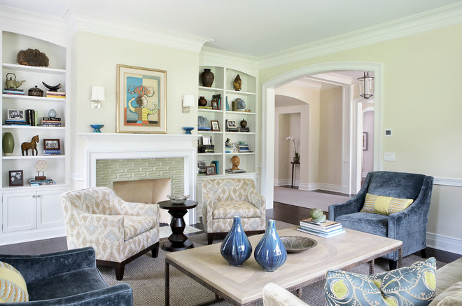 Traditional Living Room by Gensburg Toniolo Harting Architects