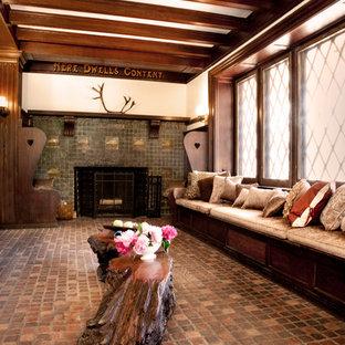 Idées déco pour un salon classique avec un sol en brique, une cheminée standard, un manteau de cheminée en carrelage et aucun téléviseur.