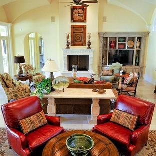 Idee per un grande soggiorno chic aperto con sala formale, pareti gialle, pavimento in marmo, camino classico, nessuna TV, pavimento beige e cornice del camino in pietra