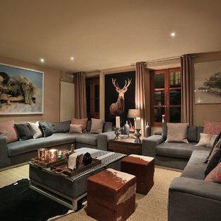 Ejemplo de salón para visitas cerrado, moderno, de tamaño medio, con paredes grises, moqueta, chimenea de doble cara, marco de chimenea de yeso y televisor colgado en la pared