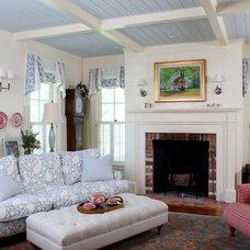 Farmhouse Living Room by KISTLER & KNAPP BUILDERS