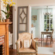 Traditional Living Room by En Vie Interiors by Melanie Bowe