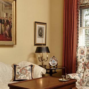 ワシントンD.C.の巨大なトラディショナルスタイルのおしゃれな独立型リビング (フォーマル、黄色い壁、濃色無垢フローリング、茶色い床) の写真