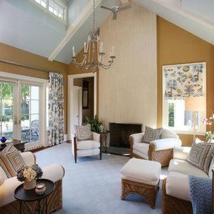 広いトラディショナルスタイルのおしゃれなLDK (マルチカラーの壁、カーペット敷き、青い床) の写真