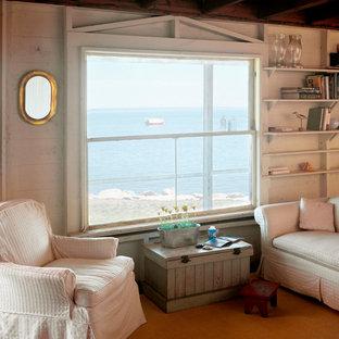 ニューヨークの小さいビーチスタイルのおしゃれなLDK (白い壁、コーナー設置型暖炉、レンガの暖炉まわり、フォーマル、濃色無垢フローリング、テレビなし) の写真