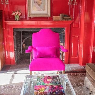 ブリッジポートの大きいエクレクティックスタイルのおしゃれな独立型リビング (ライブラリー、赤い壁、濃色無垢フローリング、標準型暖炉、レンガの暖炉まわり、テレビなし、茶色い床) の写真