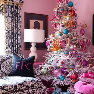 Modelo de salón ecléctico con paredes rosas