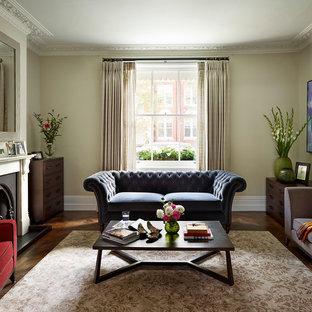 Idées déco pour un grand salon victorien ouvert avec une salle de réception, un mur vert, un sol en bois brun, une cheminée standard, un manteau de cheminée en pierre et aucun téléviseur.
