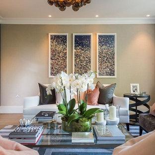 Foto di un grande soggiorno chic aperto con angolo bar, pareti grigie, pavimento in linoleum, TV a parete e pavimento beige